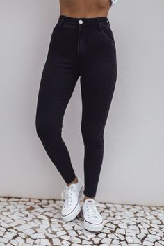 Black Ripped Jeans Outfit, Black Pants, Skinny Jeans, Mode Outfits, Jean Outfits, Stylish Outfits, Jean Grey, Jeans Boyfriend, Mom Jeans