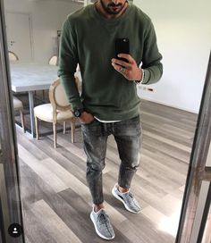 Green and distressed jeans jeans men fashion, mens jeans outfit, mens fashion Mode Instagram, Instagram Fashion, Mode Cool, Mode Man, Herren Style, Herren Outfit, Men Street, Mode Outfits, Guy Outfits