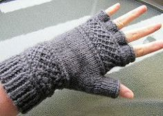 Free Knitting Pattern for Treads Tipless Gloves - Victoria Anne Baker's unisex gloves feature the linen ridge stitch that inspired the name of the pattern that can easily be modified to make full-fingered gloves, fingerless mitts, or even mittens. Gilet Crochet, Crochet Gloves, Knit Or Crochet, Fingerless Gloves Knitted, Knit Mittens, Knitted Hats, Loom Knitting, Knitting Patterns Free, Free Knitting