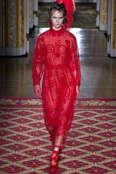 Двухслойное платье Simone Rocha - Эффектное полупрозрачное платье насыщенного красного цвета в интернет-магазине модной дизайнерской и брендовой одежды