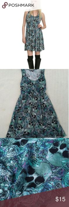 ??? HOT TOPIC Skull Dress ?? I only wore this dress maybe once or twice and it's in excellent condition! It really does look brand new.   The dress is stretchy, comfy, and made of a super soft material! I'm 5'3 and it reaches the tops of my knees.  Feel free to message me with any questions you have! Hot Topic Dresses Midi