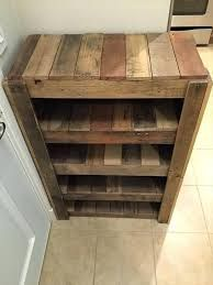 Top 10 Ideas How To Make A DIY Shoe Rack #pallet #easy #plans #metal #rustic #entrance I Do Myself. 21 Diy Shoes Rack & Shelves Ideas that will absolutely blow your socks off! Wood Shoe Rack, Pallet Crafts, Wood Pallets, Home Projects, Woodworking, Palette, Timber Furniture, Ornaments, Bath