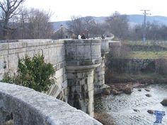 Puente del Perdón, Rascafria Puente del Perdón construido durante la primera mitad del siglo XVIII para cruzar el río Lozoya, y dar acceso desde el Monasterio al molino de papel de Los Bata