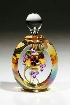 Elegant perfume bottle made by hand blown glass art by Roger Gandelman. Perfumes Vintage, Antique Perfume Bottles, Vintage Perfume Bottles, Vintage Makeup, Glas Art, Blown Glass Art, Beautiful Perfume, Bottle Art, Beauty