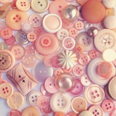 Buttons  PEACHES n CREAM vintage button mix