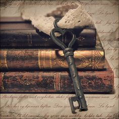Books are the key to knowledge.Lovely old key laid against a set of antique books Antique Keys, Vintage Keys, Antique Books, Rustic Books, Vintage Pink, Vintage Decor, Rustic Decor, Under Lock And Key, Key Lock