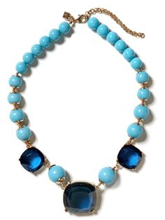 pretty blue colors on this necklace