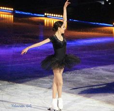 Evgenia is beautiful and she is an outstanding skater! She is my idol. Her and yulia lipnitskaya and Michelle kwan. X