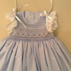 Vestido bordado con tiras bordadas