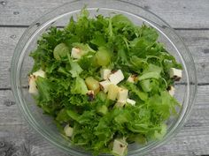 Marjannehillo: Vihreä leipäjuustosalaatti