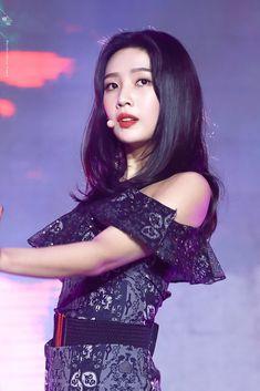 Check out Black Velvet @ Iomoio Red Velvet Joy, Red Velvet Irene, Black Velvet, Seulgi, Kpop Girl Groups, Kpop Girls, Korean Beauty, Asian Beauty, Park Joy
