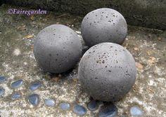 DIY concrete balls for the garden. Cool!