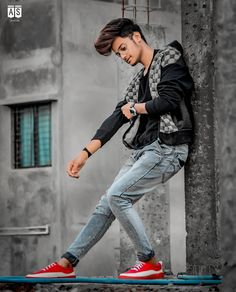 45 Stylish Photoshoot Poses For Boys To Look Fashionable - Her Gazette Best Poses For Boys, Photo Poses For Boy, Boy Poses, Poses Pour Photoshoot, Men Photoshoot, Photoshoot Images, Fitness Photoshoot, Portrait Photography Poses, Photography Backdrops