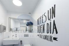 Baño de pacientes de Clinica Dental Ferrus & Bratos — en Clinica Dental Ferrus & Bratos.