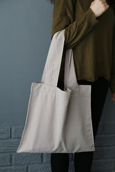 BAG | @andwhatelse | Wide straps look very comfortable to carry!