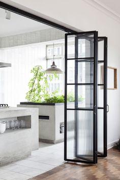 interior-steel-windows-sao-tomas-felipe-hess