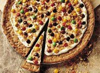 Cookie-Candy Pizza - Great to take in to school for birthday treats!!!  Kids love it!