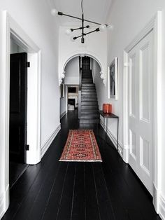 black wood floors, white walls and ceiling Black Floorboards, Black Wood Floors, Black Floor Paint, Dark Flooring, Painted Wood Floors, Black Painted Walls, Hallway Flooring, Flooring Ideas, Laminate Flooring