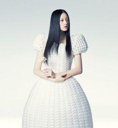 La moda effimera di Rie Hosokai: abiti di palloncini che durano un giorno