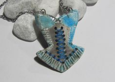Collier céramique raku bustier corset bleu turquoise Kangooroobijoo : Collier par les-bijoo-de-kangooroo