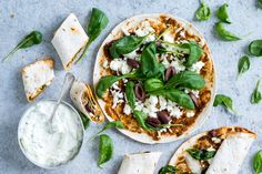 Quesadillat kreikkalaisittain Vegetable Pizza, Vegetables, Food, Veggies, Vegetable Recipes, Meals, Yemek, Veggie Pizza, Eten