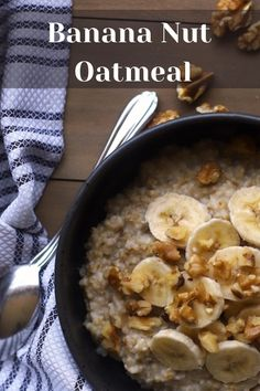 This oatmeal is so delicious and has zero added sugar! A healthy breakfast can be yummy, too. And you'll stay full longer! Daniel Fast Breakfast, Fast Food Breakfast, Healthy Breakfast Options, Best Breakfast Recipes, Breakfast Ideas, Daniel Fast Recipes, Healthy Oatmeal Recipes, Smoothies With Almond Milk, Banana Nut