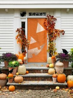 Turn your home into a haunted mansion with these DIY Halloween decorations. Not only are they cheap but these DIY Halloween decorations are easy to make. Theme Halloween, Halloween Door, Diy Halloween Decorations, Holidays Halloween, Halloween Crafts, Happy Halloween, Halloween Ideas, Halloween Stuff, Outdoor Decorations