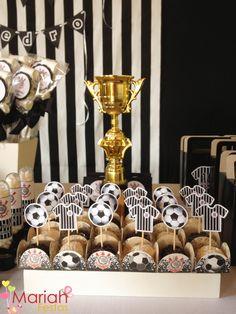 Salve o Corinthians, o campeão dos campeões... Eternamente, dentro de nossos corações!   Os amiguinhos do João Pedro que são corinthianos s...