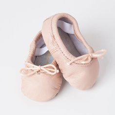 Holy sweetness!Perfect for your teeny tiny dancer!  Shop ballet slippers in pink, gold and pearl - link in profile!