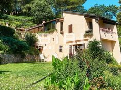 Located in the heights of Menton, facing the Big Blue, surrounded by famous and majestic mountains. In a quiet and relaxing place just minutes from… Beautiful Homes, Most Beautiful, Relaxing Places, Provence, In The Heights, Villa, Mountains, Mansions, Nice