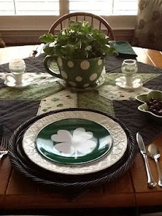 St Patrick\'s Day Irish tablescape with leprechauns at Plum Creek ...