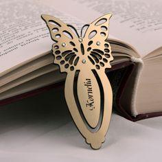 Zakładka do książki ze złotego laminatu z perełkami.