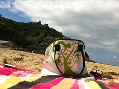 Lekker naar het strand met een ruime eco tas van Labé. Vera Bradley Backpack, Backpacks, Lifestyle, Bags, Butterfly Effect, Beach, Totes, Handbags, Backpack