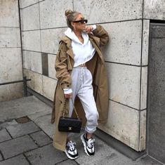 May 2020 - Street style Women's fashion Women's style Ootd WFH Outfit inspiration Joggers Loungewear 2020 Trend Spring Summer Sporty Outfits, Mode Outfits, Cute Casual Outfits, Girl Outfits, Chic Outfits, Casual Wear, Winter Fashion Outfits, Look Fashion, Summer Outfits