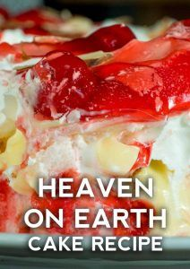 Simple and easy strawberry delight recipe with berries, cream cheese, whipped cream, powdered sugar, and a pecan crust. Dreamy no bake dessert recipe! Angle Food Cake Recipes, Cake Mix Recipes, Dessert Recipes, Dessert Ideas, Just Desserts, Delicious Desserts, Angel Food Cake Desserts, Food Cakes, Earth Cake