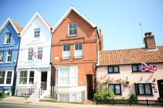 A traditional Aldeburgh townhouse, spread across three levels. Just seconds from the beach.