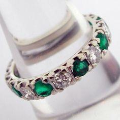 Alliance en or émeraudes et diamants -   .www.bijoux-bijouterie.com #bijou #emeraude Pandora Charms, Bracelet Watch, Wedding Inspiration, Charmed, Bracelets, Accessories, Vintage, Jewelry, Fashion