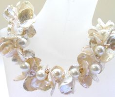Lilian Chen - Hawaii Blooming - pearl nacklace Chen, Unique Jewelry, Jewelry Ideas, Beadwork, Beading, Wedding Jewelry, Pearl Necklace, Bloom, Pearls