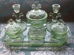 I would kill for this // Art Deco Green Depression Glass Vanity Set. Art Nouveau, Art Deco, Antique Vanity, Vintage Vanity, Glass Vanity, Vanity Set, Antique Glassware, Vintage Dishware, Vintage Kitchen