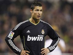 Resultados de la Búsqueda de imágenes de Google de http://www.sokete.com/wp-content/uploads/2012/04/Cristiano-Ronaldo-6.jpg