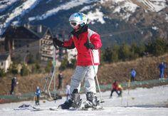 Niño aprendiendo a esquiar en Sextas, Formigal