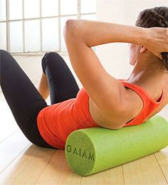 What Is Acupressure How to perform Self Myofascial Release using a Foam Roller. Use these exercises before static stretching program. Pnf Stretching, Stretching Program, Quad Exercises, Foam Roller Exercises, What Causes Muscle Soreness, Roller Workout, Back Workout Women, Hip Problems, Foam Rolling