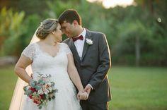 Casamento rústico chic no pôr do sol: Tina + Felipe