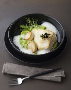 Scottish Plaice & King Scallop with Green Pea Puree, Ginger Foam & Yuzu recipe by professional chef Kyung Sun Cho Pureed Food Recipes, Chef Recipes, Seafood Recipes, Scottish Dishes, Chef Jobs, Plaice, Cooking Cake, Food Garnishes, Restaurants
