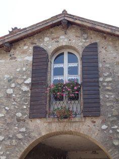 Finestra a Castellaro Lagusello (Mantova)