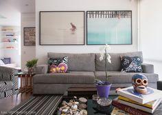 As cores são essenciais na vida da artista visual Naia Ceschin. Além de recorrer a elas em seus trabalhos, repletos de formas e tonalidades alegres, ela fez questão de inseri-las na decoração de seu apartamento na Vila Madalena.