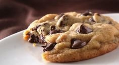 Take your favorite chocolate chip cookies to the next level with these tips and tricks. Cookie Recipes From Scratch, Best Cookie Recipes, Sweet Recipes, Cookie Tips, Make Chocolate Chip Cookies, Chocolate Cookie Recipes, Brownie Cookies, Royal Icing Cookies Recipe, Super Cookies