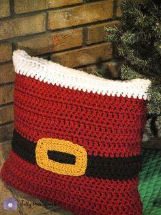 Santa Pillow Sham - free crochet pattern at Salty Pearl Crochet Crochet Christmas Decorations, Christmas Cushions, Crochet Christmas Ornaments, Holiday Crochet, Christmas Pillow, Christmas Knitting, Crochet Home, Crochet Gifts, Christmas Music