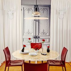 Dining Serene.... White, grey and pops of red. Design by @ginevraheld #ginevraheldinteriordesign #interior #interiordesign #interiors #interior123 #interiordecor #interiordecor #interiorstyling #diningroom #diningroomdecor #instadecor #instadesign #instastyle #instagood #designinspiration #interiorinspiration #luxe #decor #homedecor #homestyle #homedesign #homestyling #houseandhome #designideas #sanfranciscostyle #sanfrancisco #interiorblogger #instablogger