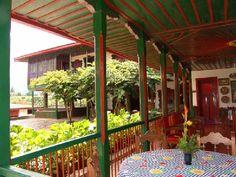 Casa Museo Hacienda La Cabaña Fonda Paisa, Paint Schemes, House In The Woods, Wood Design, Home Deco, Kitchen Decor, Pergola, Patio Central, Farmhouse